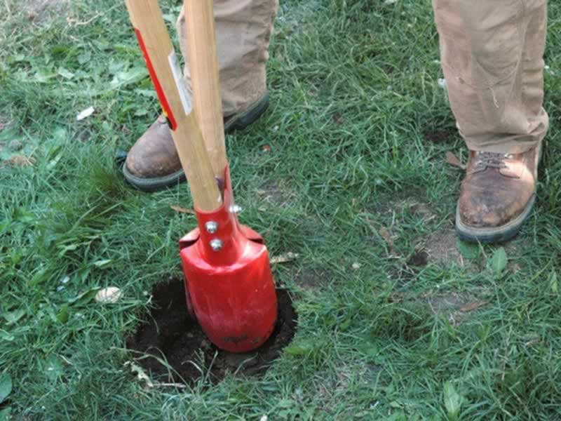 How to build a fence - digging the hole