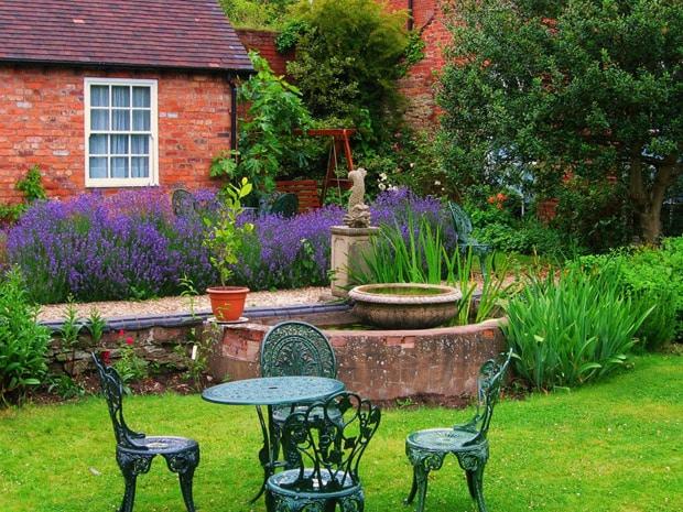 How to shape a garden - garden set