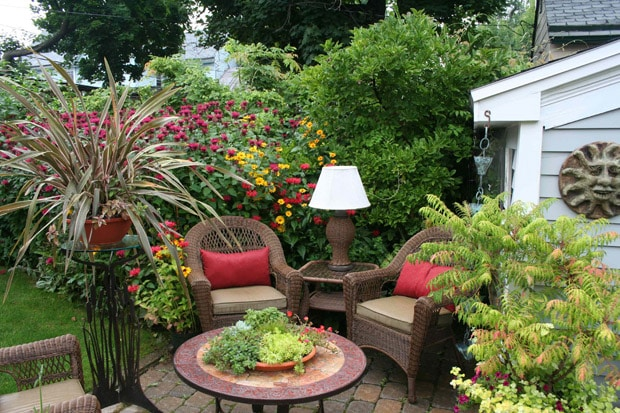 How to shape a garden - furniture