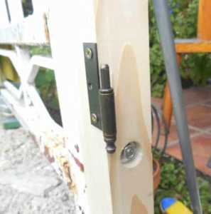 DIY small fence gate - fixing the plank