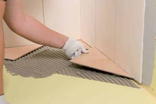 How to tile a bathroom floor - applying the tiles