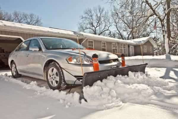 How to pick a snow plowing service - car snow plow