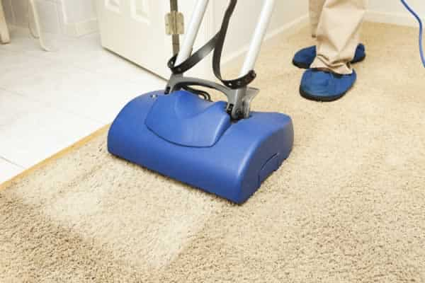 Should You Pick a Carpet Cleaning Service Versus Cleaning Your Carpets Yourself?