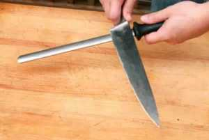How to sharpen kitchen knives - honing rod