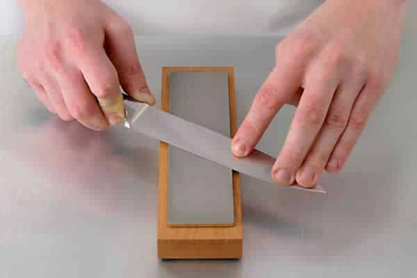 How to sharpen kitchen knives - whetstone