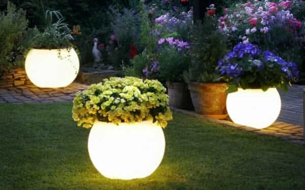 18 inspiring garden trends - garden lighting