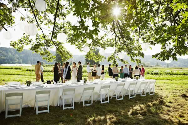 How to plan wedding on a budget - outdoor wedding