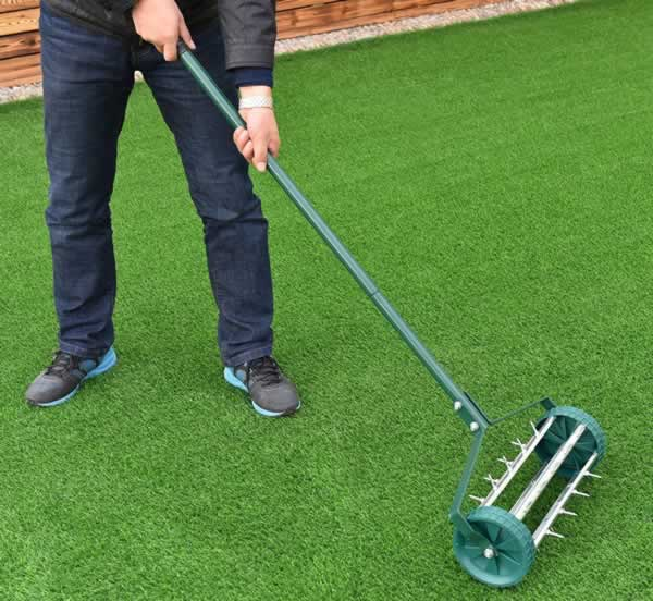 Guide to a healthy and organic lawn - lawn aerator