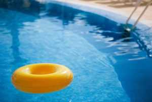 How to fight pool evaporation - rubber ring