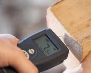 How to measure wood moisture content