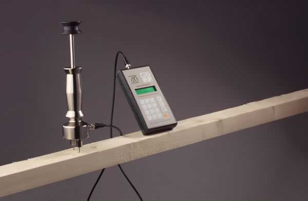 How to measure wood moisture content - moisture meter with pins