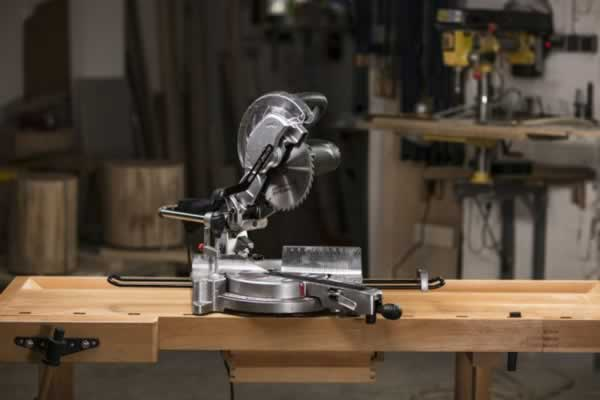Tips To Choosing The Right Saw For Woodworking