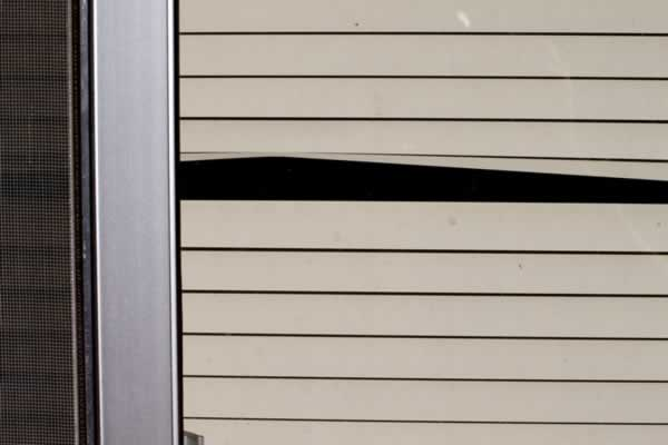 Choosing Your Garage Roller Doors - broken door