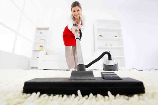 Easy daily tasks that will keep your home clean - vacuuming