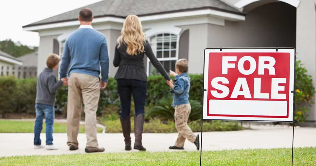 Tips on selling a house fast - family selling a house