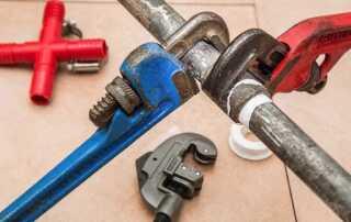 Useful Plumbing Tips for Beginners - loosening tough joints