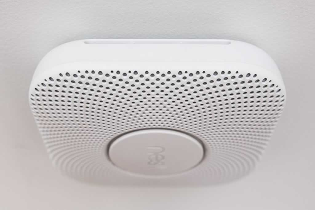 Your home isn't truly smart without these five items - smoke detector