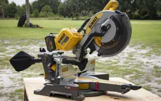Sliding Compound Miter Saw Buying Guide - DeWalt