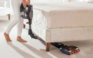 The best shark cordless vacuum cleaner for your home - vacuuming under the bed