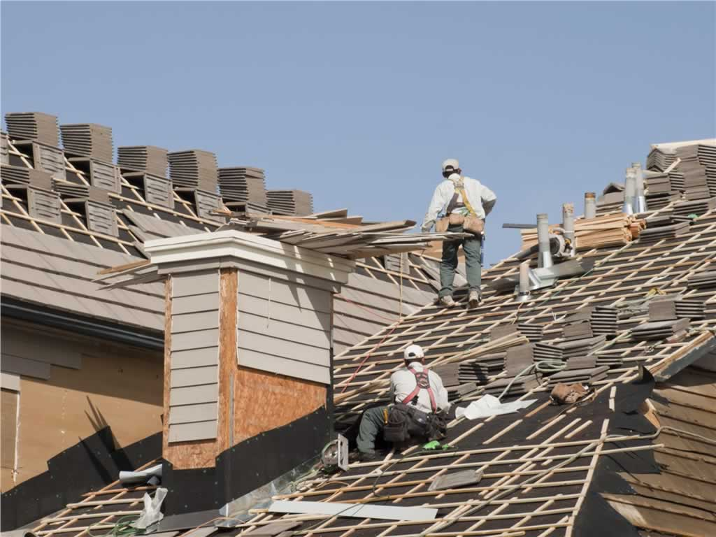 Tips to finding a good roofer in Harrisburg - changing the roof
