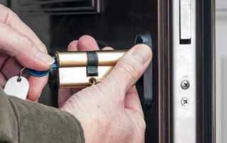 What to look for in a good locksmith - disassembling