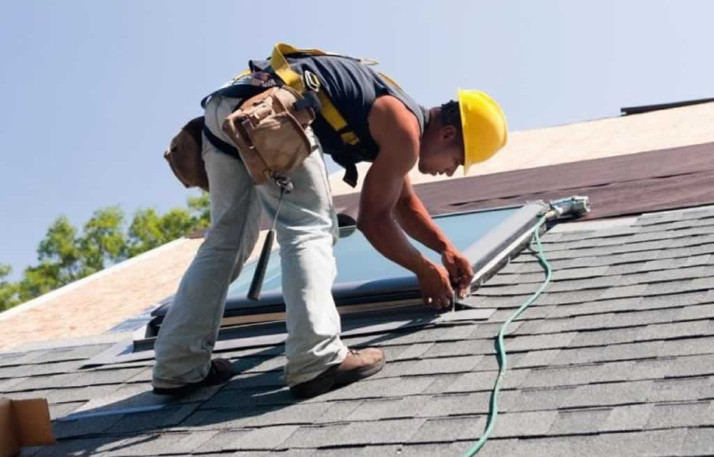 Reasons To Hire A Roofing Company Instead Of Doing It Yourself