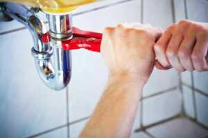 How To Deal With Messy Plumbing Problems Yourself