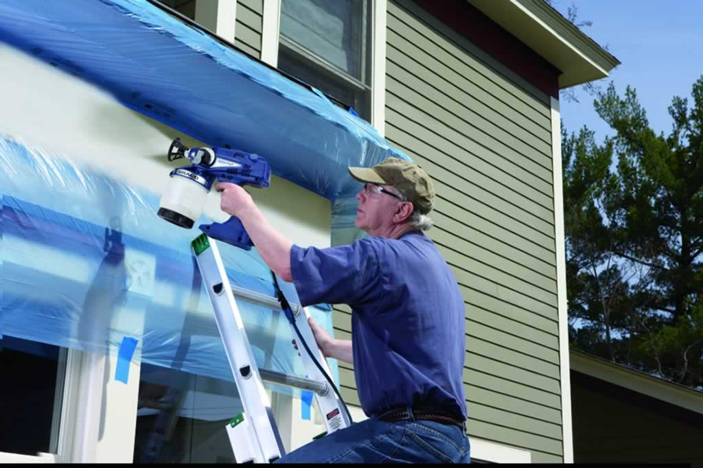 How to paint exterior walls with a paint sprayer - painting on ladder