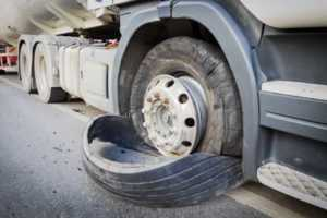 4 types of truck defects that often lead to an accident - truck tire defect