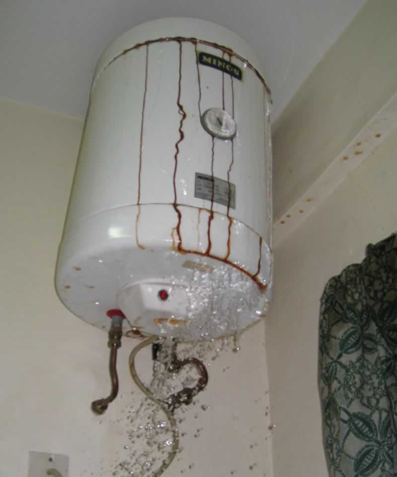 5 water heater failure signs - leaking water heater