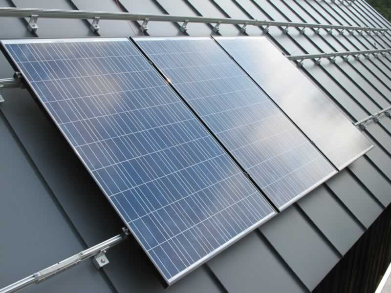 Best roof types for solar panels - metal roof
