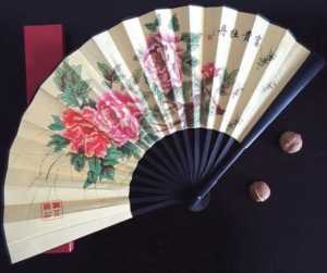 12 Fascinating Japanese Style Home Decor Ideas - japanese fan