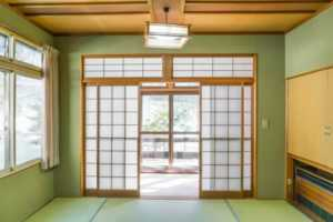 12 Fascinating Japanese Style Home Decor Ideas - sliding doors
