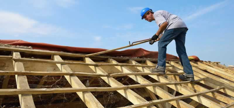 A Homeowner's Guide to Interviewing Local Roofing Contractors - contractor