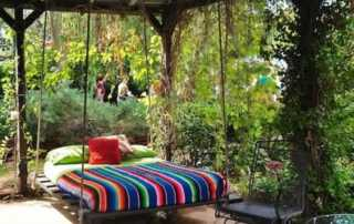 Backyard Projects Your Whole Family Will Enjoy - pallet swing bed