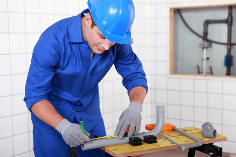 4 Tips to Hiring a Plumber for a Company Job