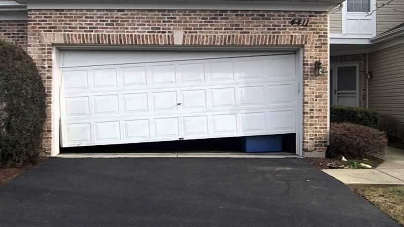 5 Most Familiar Garage Door Problems And Solutions - broken garage door