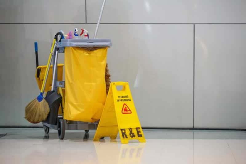 How to choose the ideal commercial cleaning company - cleaning cart