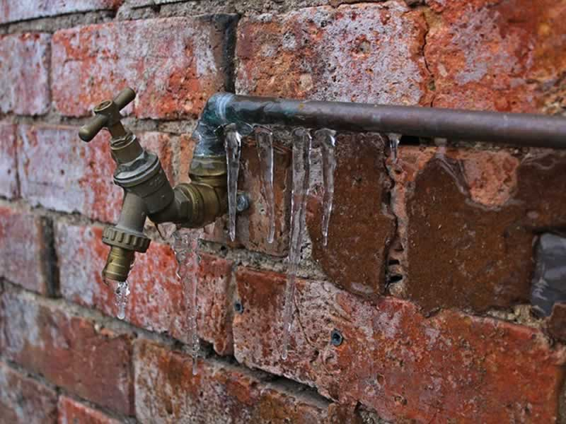 Plumbing Problems When to Call a Professional - frozen pipe