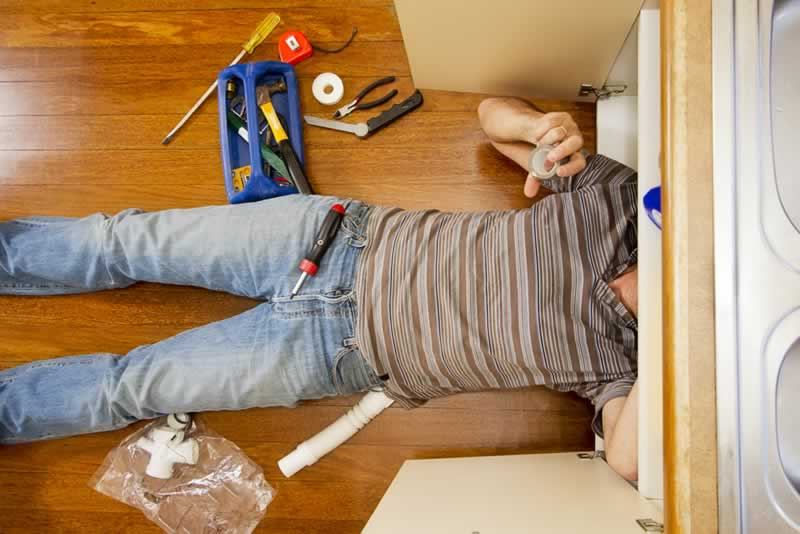 Signs You Need DIY Emergency Plumbing Solutions For Your Home