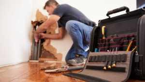 Why do you need a handyman - handyman repairing pipes
