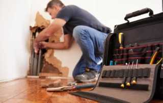Why do you need a handyman - handyman repairing pipes