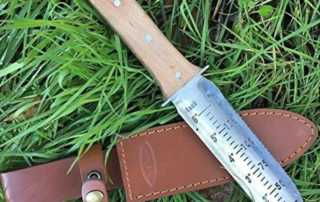 3 Essential Tools to Clean up Your Garden Instantly - Hori Hori knife