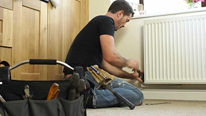 5 Benefits of Hiring a Handyman - handyman fixing