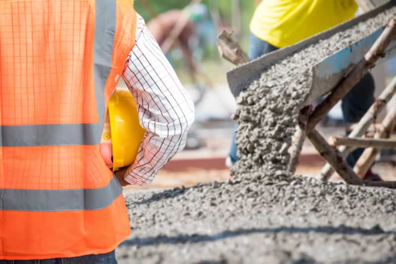5 Questions To Ask Commercial Builders Before Building - pouring concrete