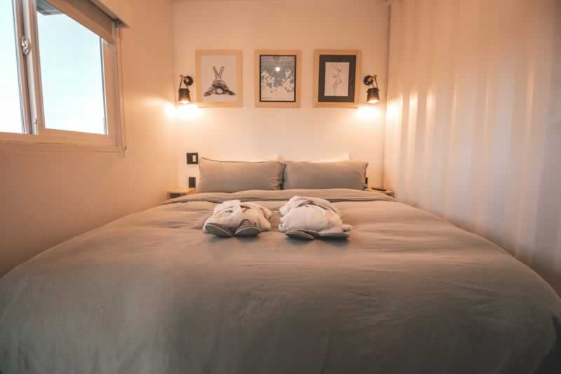 Make Your Bedroom a Chic Twist Thru These Design Tips - bed