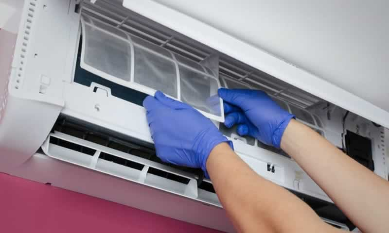 Useful maintenance tips for your Air Conditioner - cleaning the filter