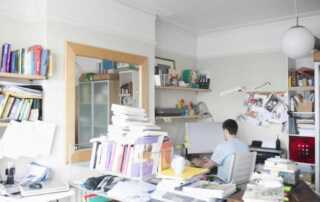 A Guide on How to Clean a Cluttered House Fast