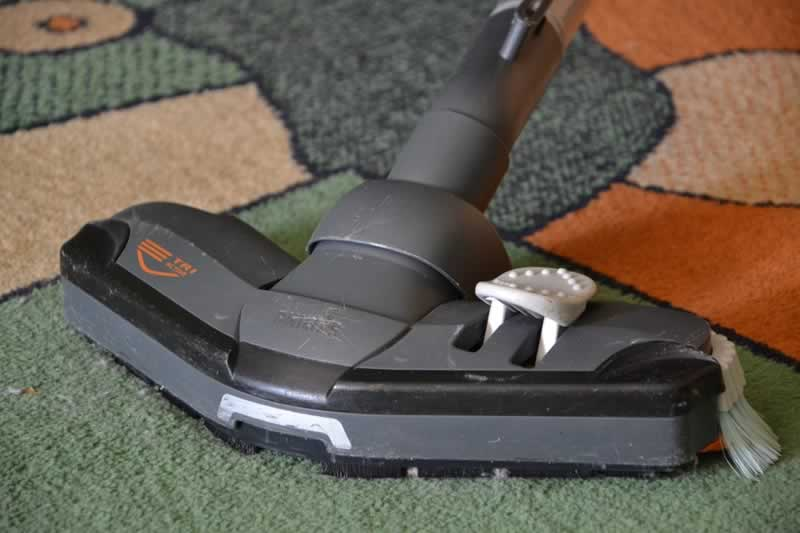 How to Select the Best Canister Vacuum Cleaner - vacuuming