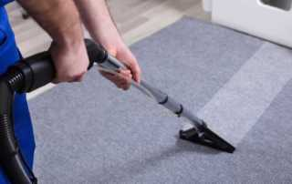 The Benefits of Hiring a Professional Carpet Cleaning Company - cleaning the carpet